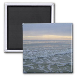 Atemberaubender Sonnenuntergang entlang dem Ufer Quadratischer Magnet