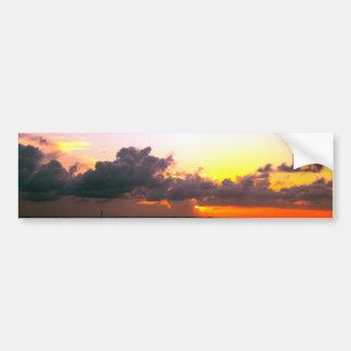 atemberaubendes lila Goldorange Sonnenuntergang in Autoaufkleber
