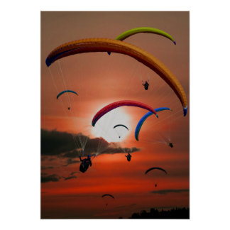 Atemberaubendes Sonnenunterganggleitschirmfliegen Poster
