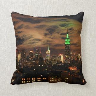 Ätherische Wolken: NYC Skyline, Reich-Staat Gbd Kissen