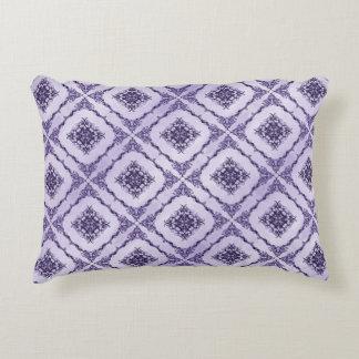 Ätherisches Lila und Lavendel-Fraktal Design Deko Kissen