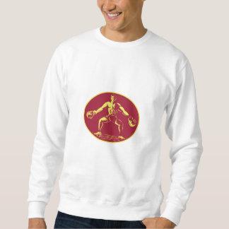 Athlet, der Kettlebell Oval-Holzschnitt anhebt Sweatshirt