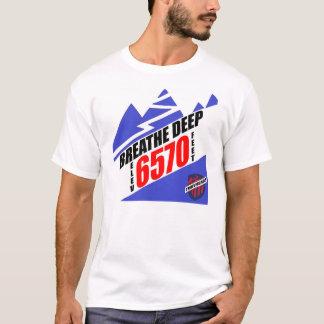 Atmen Sie tiefe T-Shirts