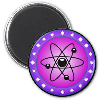 Atom-Symbol auf einem rosa Hintergrund Runder Magnet 5,1 Cm