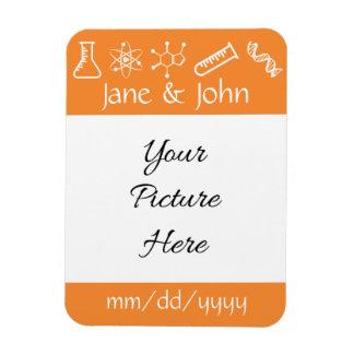 Attraktive Kräfte im Orangen-Save the Date Magnet