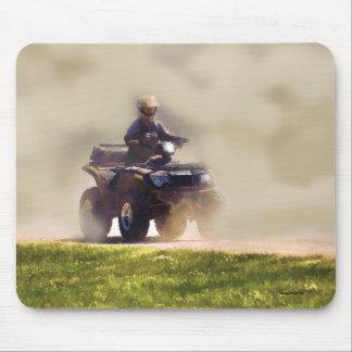 ATV alles Gelände-Fahrzeug u. Fahrer im Staub Mousepad