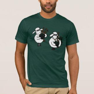AU fantastische Schafe, die Bagpipes spielen T-Shirt