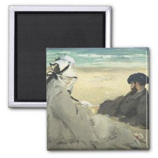 Auf dem Strand - Edouard Manet Quadratischer Magnet
