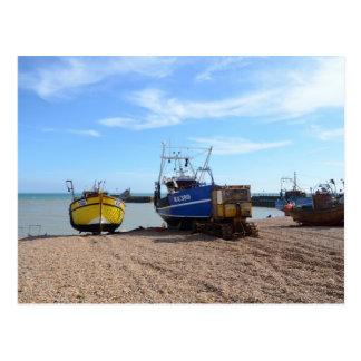 Auf den Strand gesetzte Fischerboote Postkarte