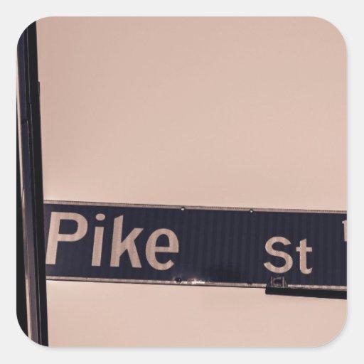 Auf der Ecke von Pike Quadrataufkleber