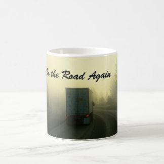 Auf der Straße wieder Kaffeetasse