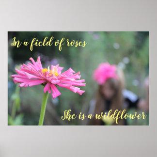 Auf einem Gebiet der Rosen, ist sie eine Wildblume Poster