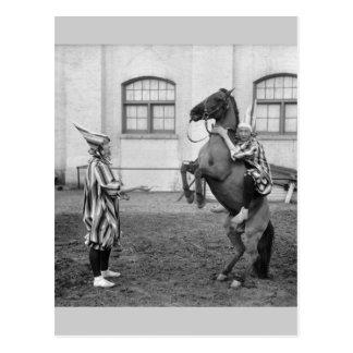 Auf einem Pferd herum herumblödeln, 1915 Postkarte