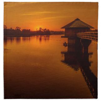 Auf goldenem Teich Stoffserviette
