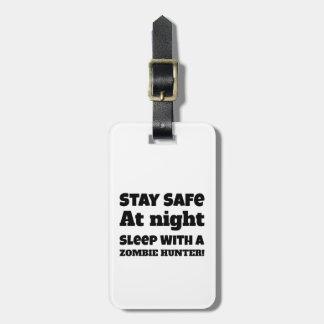 Aufenthalt-Safe am Nachtschlaf mit einem Kofferanhänger