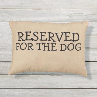 Aufgehoben für die Hundeneuheit Kissen Für Draußen