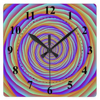 Aufgerollte Kabel in der orange blauen und rosa Uhr