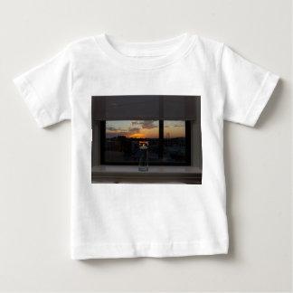 Aufpassen des Sonnenuntergangs Baby T-shirt