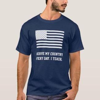 Aufschlag (dunkles Kleid) T-Shirt