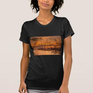 August-Sonnenuntergang T-Shirt