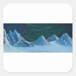 Aurora Borealis über Snowy-Bergen Quadratischer Aufkleber