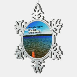 Ausdauer Schneeflocken Zinn-Ornament