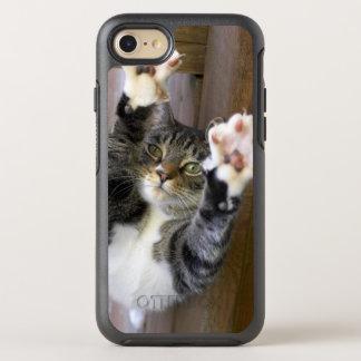 Ausdehnende Katze, zuhause OtterBox Symmetry iPhone 8/7 Hülle