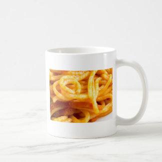 Ausführliche Makroansicht über gekochte Spaghettis Kaffeetasse