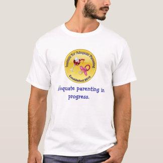 Ausreichender Parenting laufend. T-Shirt