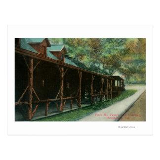 Außenansicht von Taverne und von Fahrbahn Fitchs Postkarte