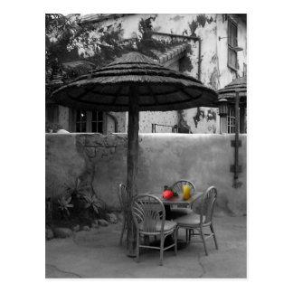 Äußeres Café mit Farbspritzen Postkarte