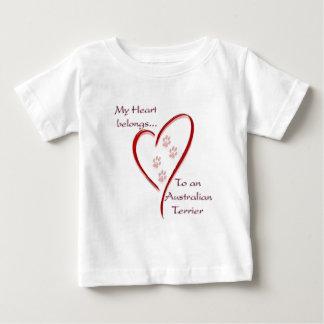 Australisches Terrier-Herz gehört Baby T-shirt