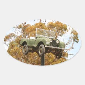 Auto auf einem Pfosten, Keith, Australien Ovaler Aufkleber