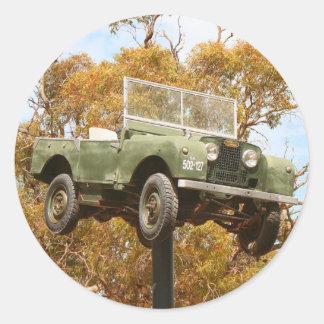 Auto auf einem Pfosten, Keith, Australien Runder Aufkleber