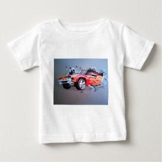 Auto, das durch Wand zusammenstößt Baby T-shirt