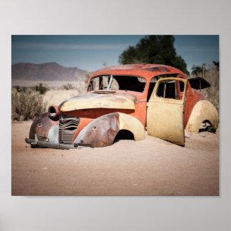 Auto-Skelett im Wüste Plakat