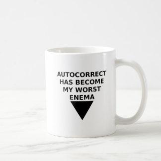 Autocorrected feindliche lustige Tasse