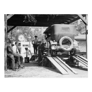 Automobil-Reparaturwerkstatt, 1924. Vintages Foto Postkarte