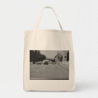Autos unter Brücke Taschen