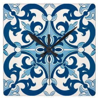 Azulejo Lilien-Art-Muster Quadratische Wanduhr