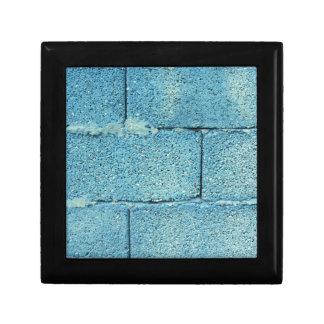 Azurblauer Backsteinmauerhintergrund Geschenkbox