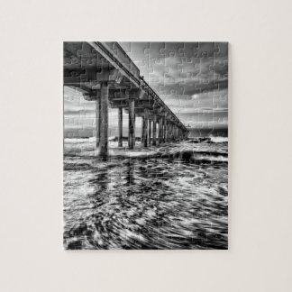 B&W Pier an der Dämmerung, Kalifornien Puzzle