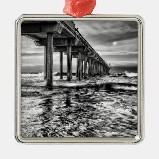 B&W Pier an der Dämmerung, Kalifornien Silbernes Ornament