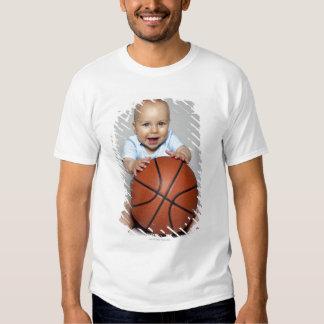 Baby (6-9 Monate) Basketball halten, T-Shirts