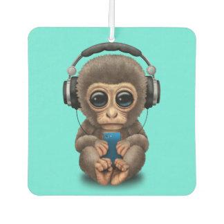 Baby-Affe mit Kopfhörern und Handy Lufterfrischer