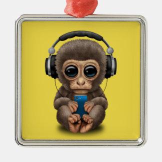 Baby-Affe mit Kopfhörern und Handy Quadratisches Silberfarbenes Ornament