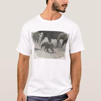 Baby-afrikanischer Elefant-Überfahrt T-Shirt