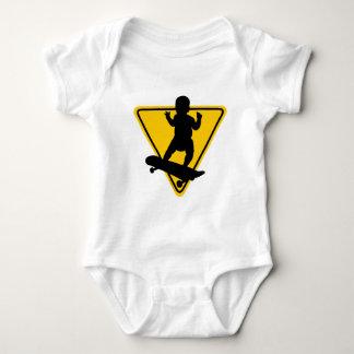 Baby auf (Skate-) Brett Baby Strampler