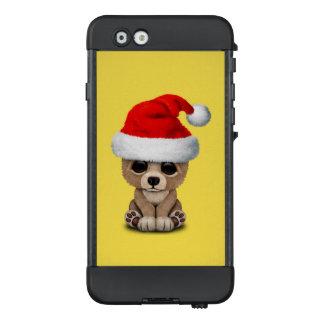 Baby-Bär, der eine Weihnachtsmannmütze trägt LifeProof NÜÜD iPhone 6 Hülle