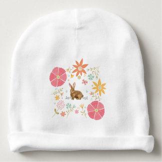 Baby-BaumwollBeanie mit Blumen und braunem Häschen Babymütze